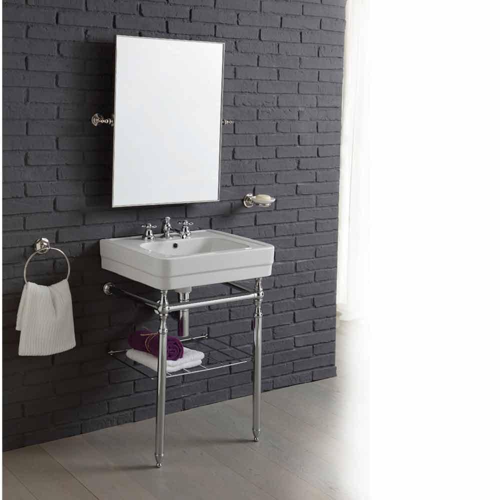 Composizione arredo bagno con lavabo su struttura for Bagno lavabo