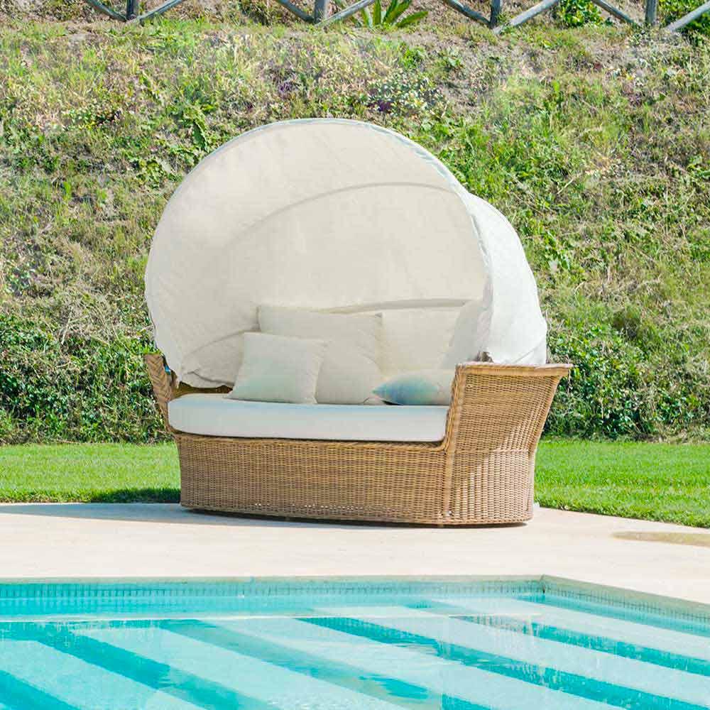 Divano isola relax a forma di cesto con intreccio fatto a for Divanetti da giardino