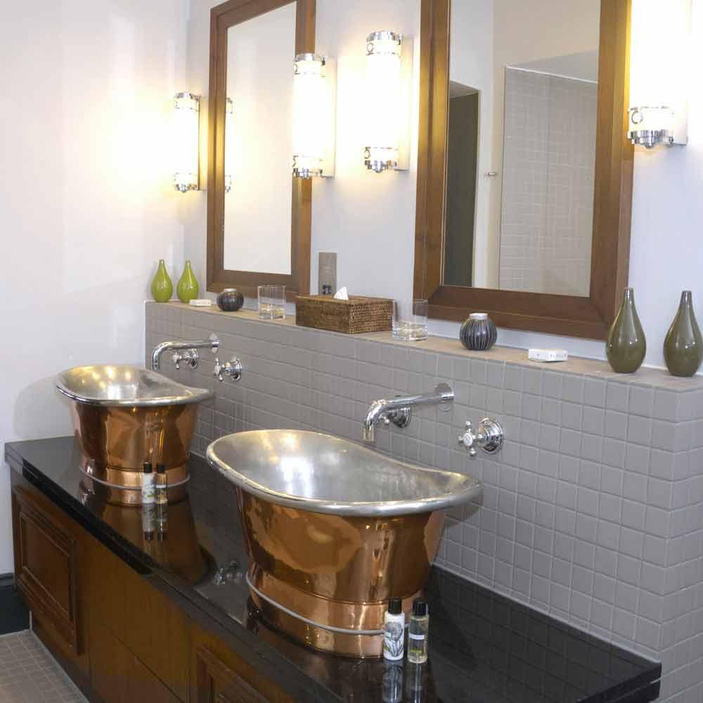 Lavabo bagno da appoggio in rame con finitura in nickel lucido calla
