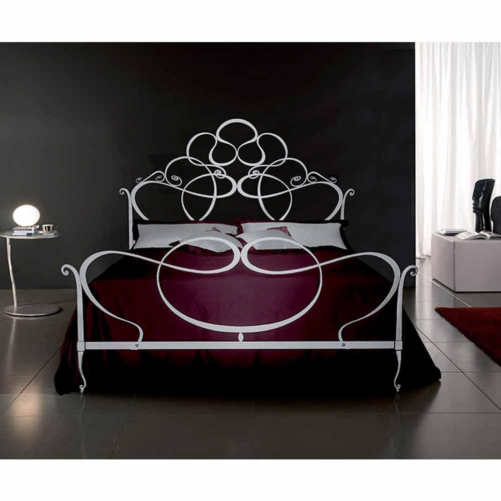 Emejing letto matrimoniale in ferro battuto pictures - Testiera letto ferro battuto ...