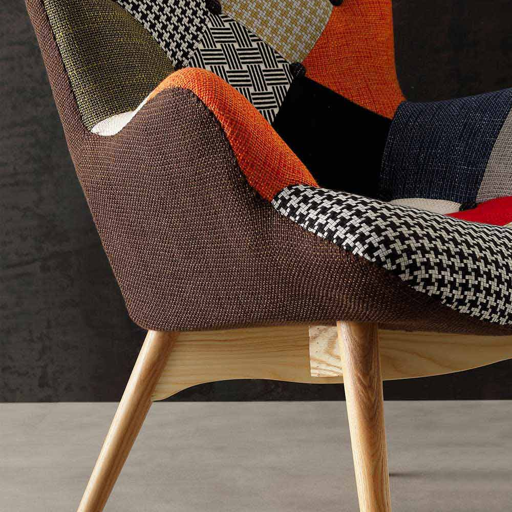 Poltrona patchwork multicolor con gambe in massello veronica for Divani con gambe