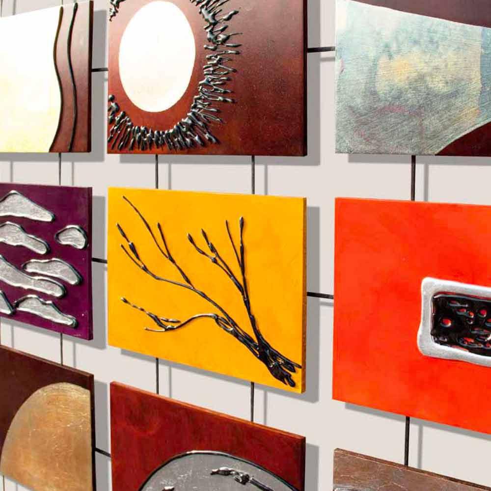 Quadro moderno completo di pannelli a rilievo sospesi su corde Wise