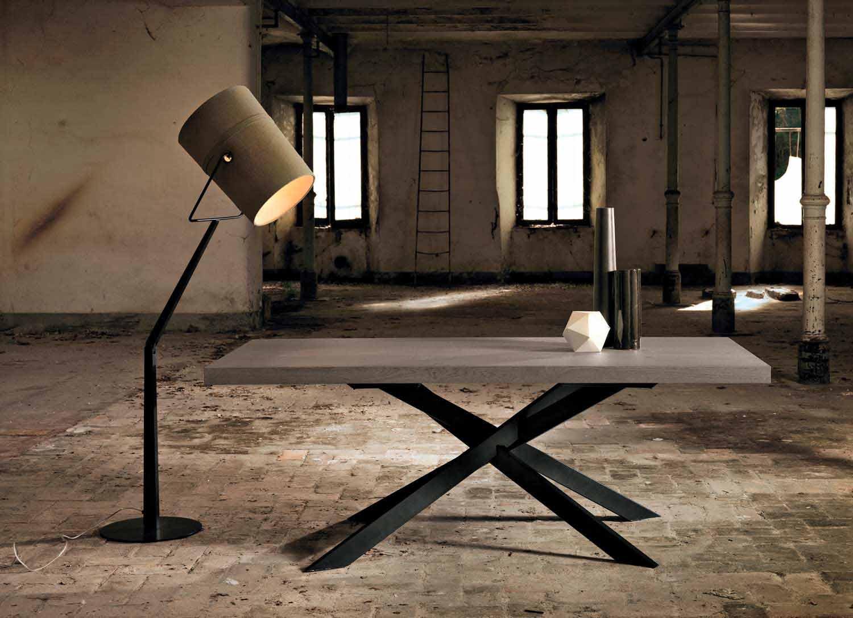 Tavolo da pranzo moderno in legno rovere nodato made in for Tavolo rovere design