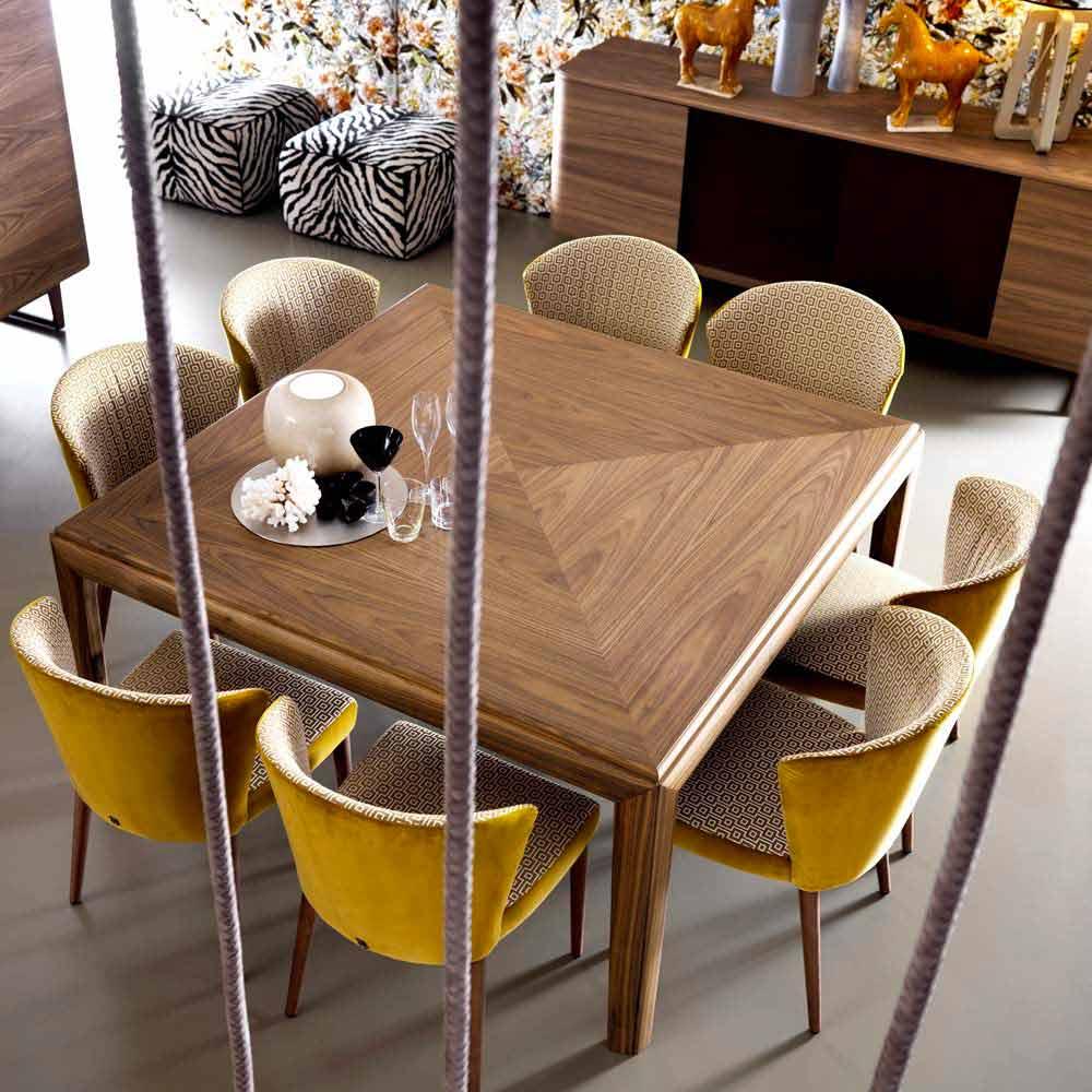 Tavolo moderno quadrato in legno massello grilli york made for Tavolo quadrato