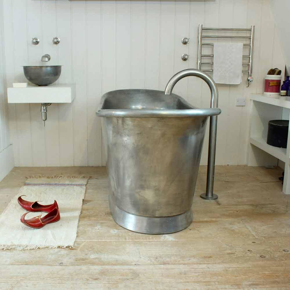 Vasca da bagno freestanding in rame con finitura in ferro bianco Julia