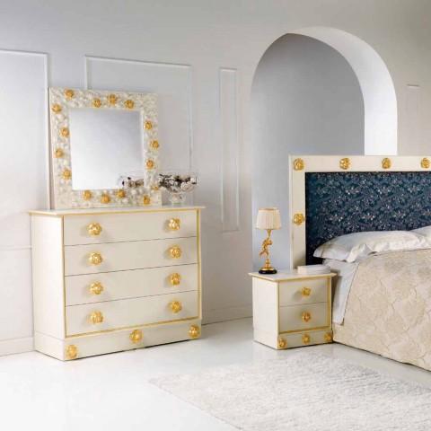 Comò 4 cassetti di design in legno con pomelli a forma di rose Renoir