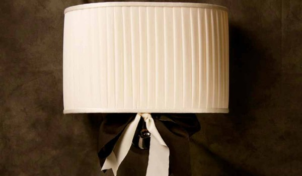 Lampada da parete design vintage chanel in seta color avorio
