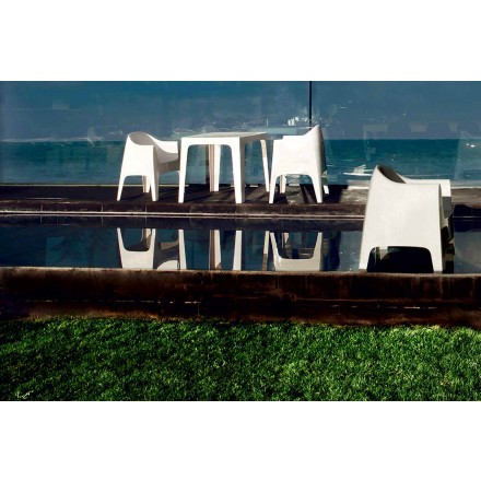 Poltrona da giardino di design Solid by Vondom, in polipropilene