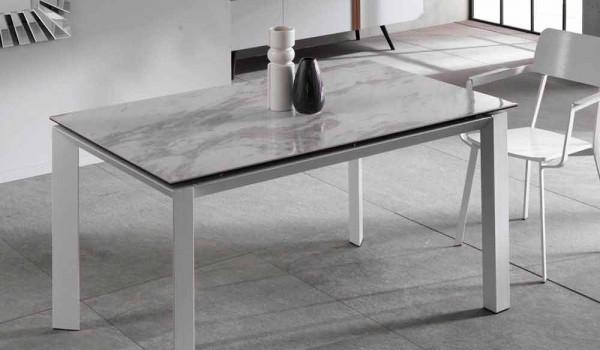 Tavolo allungabile moderno con piano in ceramica effetto marmo nosate